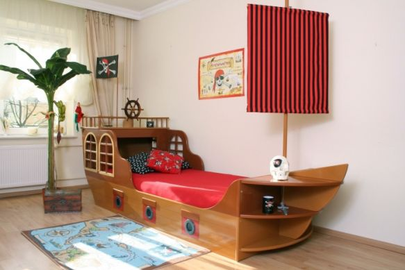lit de pirate marron. Black Bedroom Furniture Sets. Home Design Ideas